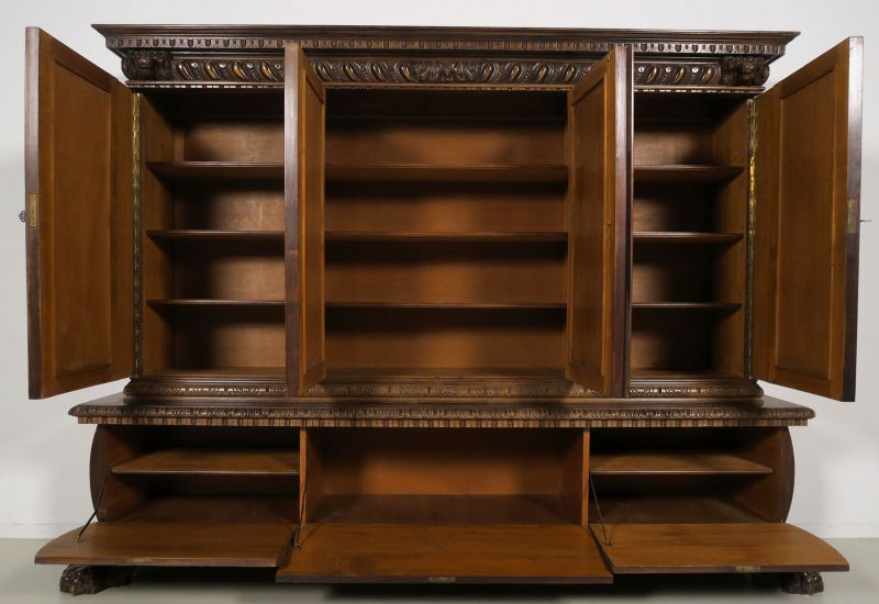 gro er neorenaissance b cherschrank mit vier t ren antik kolosseum. Black Bedroom Furniture Sets. Home Design Ideas