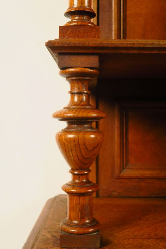 Gründerzeit Buffet aus Eiche mit Vollsäulen Antik Kolosseum 8
