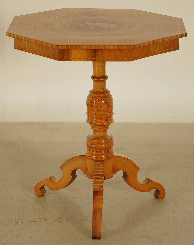 Wunderschöner achteckiger Gründerzeit Tisch aus Kirschholz Antik Kolosseum