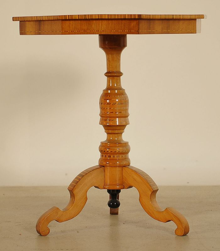 Wunderschöner achteckiger Gründerzeit Tisch aus Kirschholz Antik Kolosseum 1