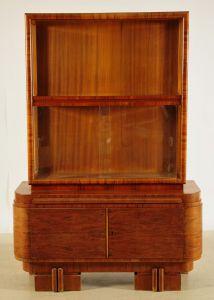 Extravagante Art Deco Vitrine gefertigt um 1920 aus Nussbaum Antik Kolosseum