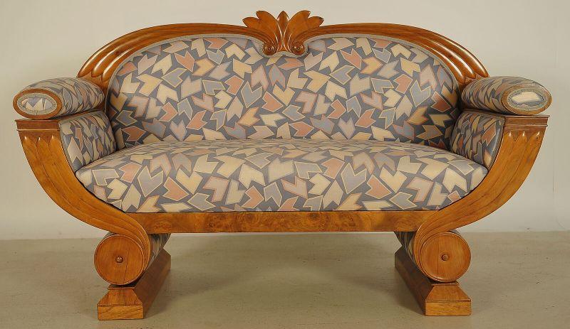 Wunderschönes Art Deco Sofa in Gondelform in Nussbaum Antik Kolosseum 0