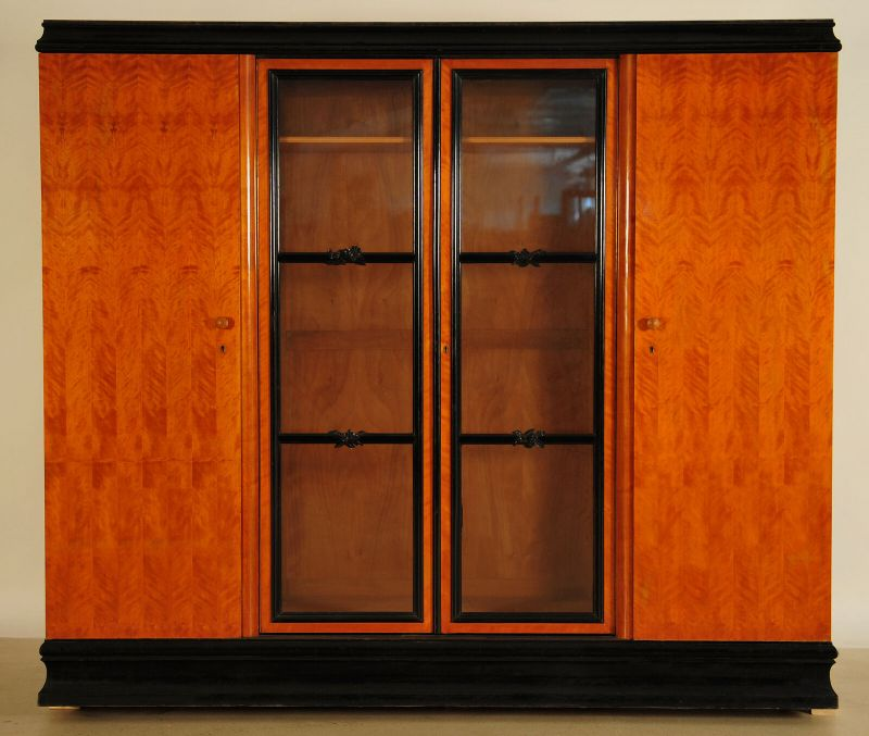 Art Deco Kleiderschrank aus Birkenholz teilweise ebonisiert Antik Kolosseum