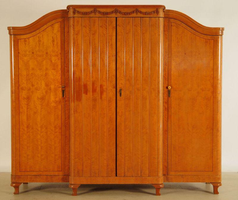 GebrauViertüriger großer Art Deco Kleiderschrank aus Birkenholz Antik Kolosseum