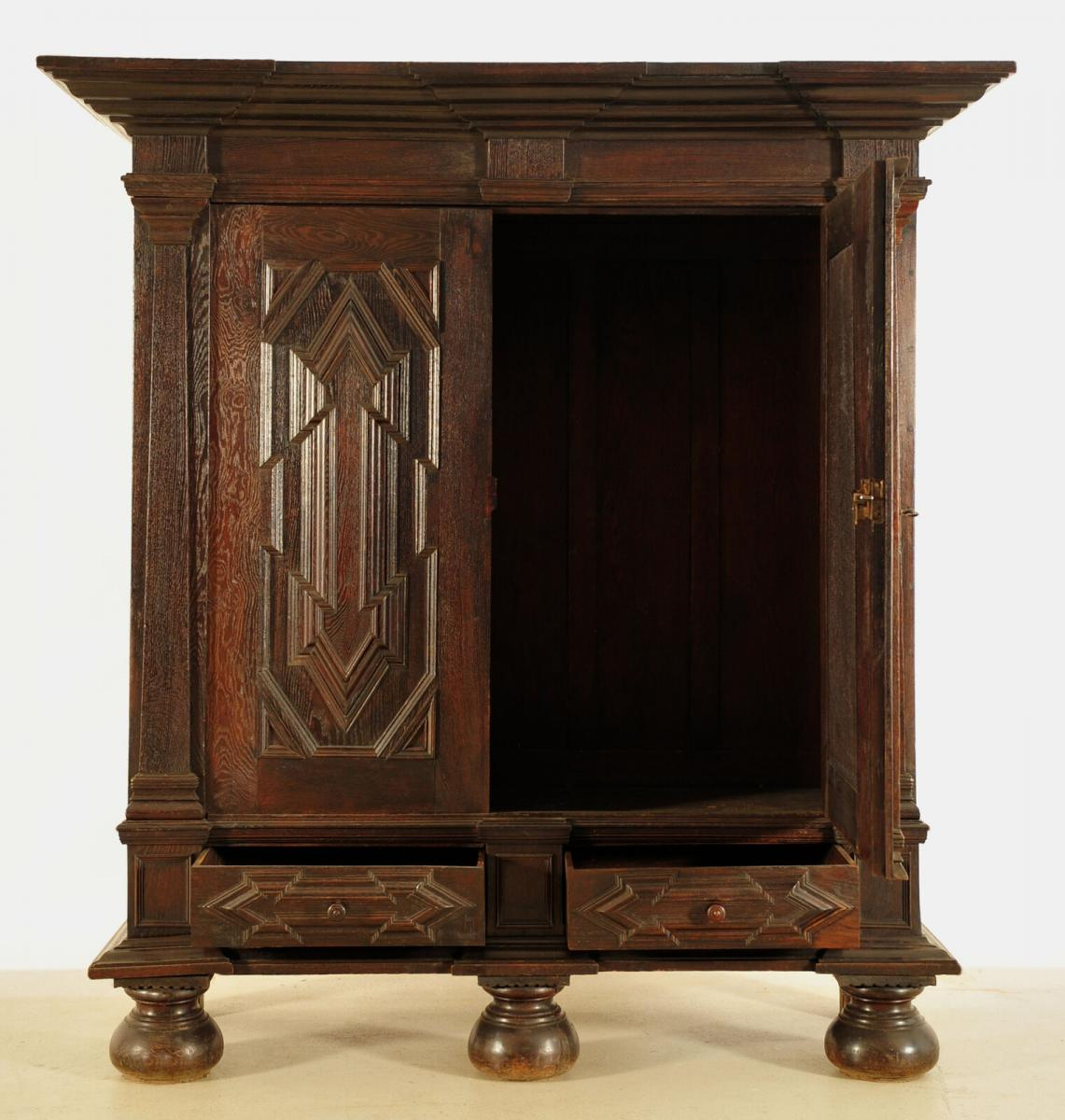 Originaler westfälischer Barockschrank gefertigt um 1730 Antik Kolosseum 1