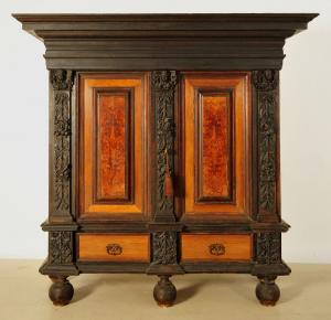 Originaler Barockschrank / Dielenschrank aus Eichenholz Antik Kolosseum