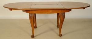 Praktischer ovaler Auszugstisch aus Nussbaum Antik Kolosseum