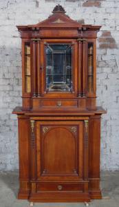 Eleganter Gründerzeit Kabinettschrank in unglaublicher Qualität Antik Kolosseum
