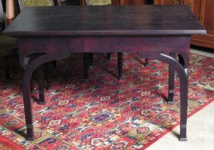 Formschöner gebeizter Jugendstil Tisch aus massiver Eiche Antik Kolosseum