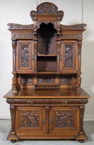 Gründerzeit Buffet in Eiche mit ornamentalen Schnitzwerk Antik Kolosseum