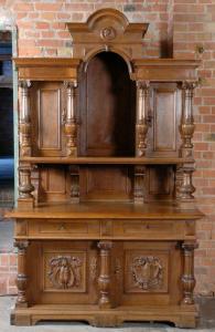 Gründerzeit Nussbaum Buffet gefertigt um 1900 mit Zangenkrone Antik Kolosseum