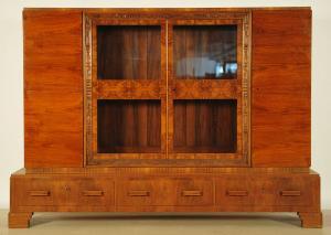 Großer Art Deco Nussbaum Bücherschrank mit schönem Furnierbild Antik Kolosseum