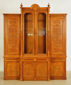 Schöner Gründerzeit Bücherschrank aus Nussbaum mit Vollsäulen Antik Kolosseum