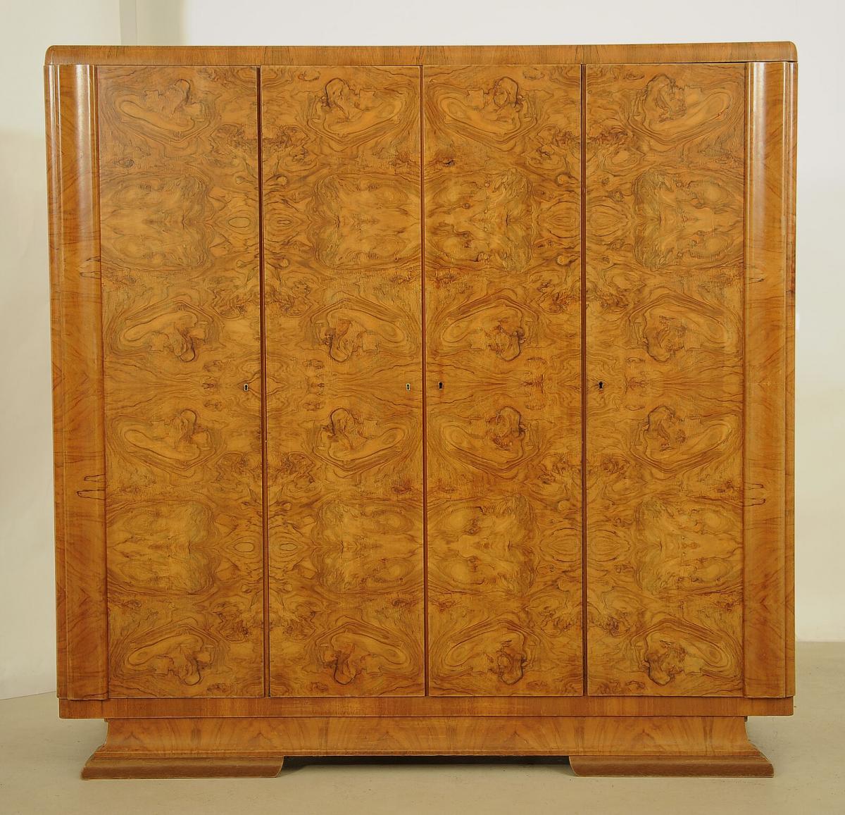 Formschöner Art Deco Kleiderschrank aus Nussbaum Antik Kolosseum 0