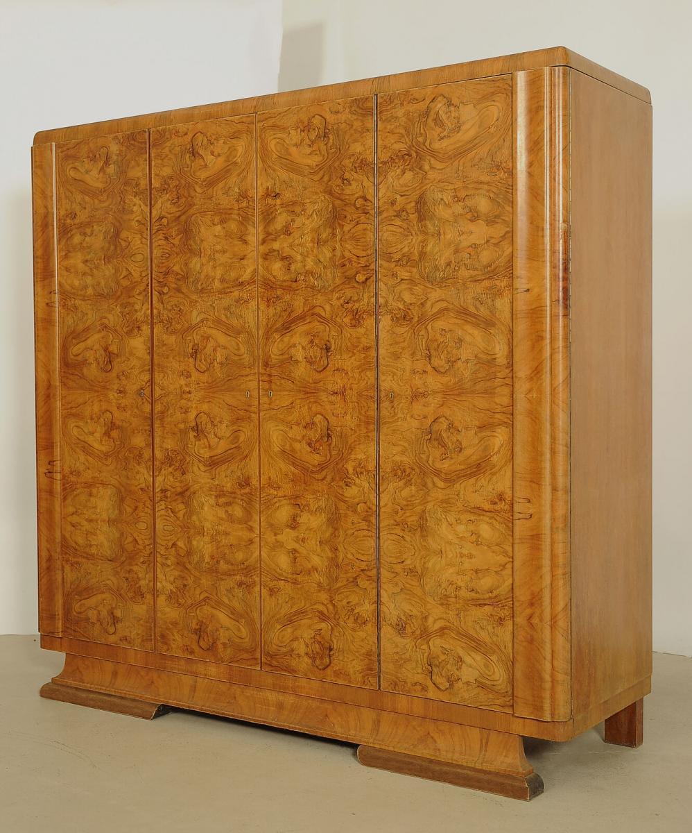 Formschöner Art Deco Kleiderschrank aus Nussbaum Antik Kolosseum 1