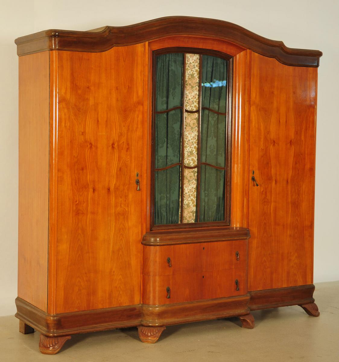 Ausdrucksstarker Jugendstil Kleiderschrank aus Kirschholz Antik Kolosseum 1
