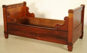 Zwei elegante Mahagoni Betten aus der Biedermeierzeit Antik Kolosseum