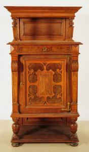 Praktischer Gründerzeit Kabinettschrank mit Säulen Antik Kolosseum