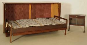 Praktisches Sideboard mit ausklappbaren Bett aus den 50er Jahren Antik Kolosseum