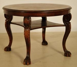 Neorenaissance Beistelltisch gefertigt um 1930 aus Nussbaum Antik Kolosseum