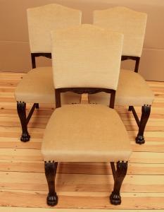 Drei gepolsterte Eiche Neorenaissance Stühle gefertigt um 1920 Antik Kolosseum
