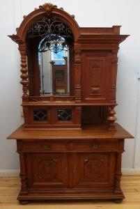 Gründerzeit Eiche Buffet mit handgeschmiedeten Zierwerk Antik Kolosseum