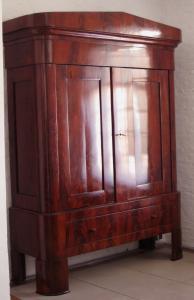 Großer Biedermeier Kleiderschrank aus Mahagoni Antik Kolosseum