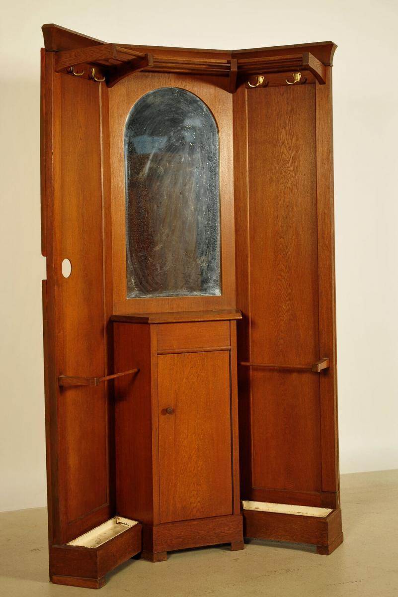 Gründerzeit Garderobe aus Nussbaum in asymetrischer Form Antik Kolosseum 1