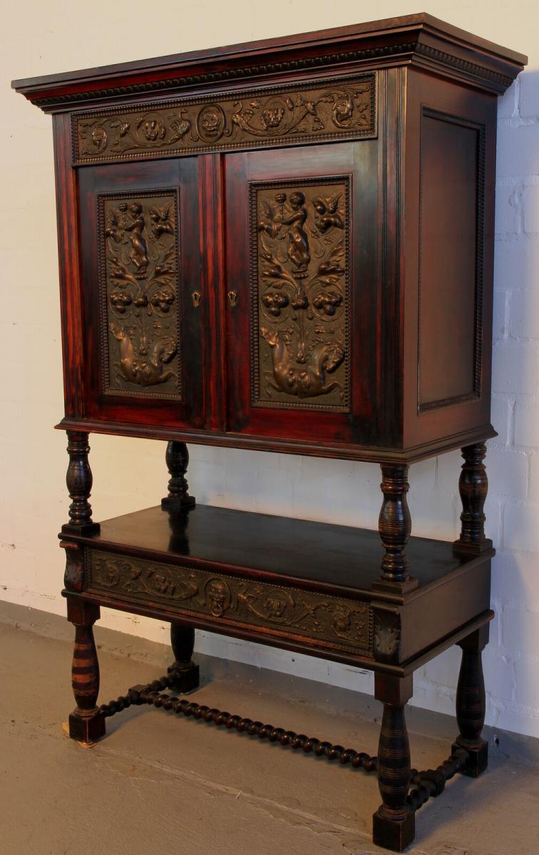 Gründerzeit Nussbaum Kabinettschrank mit schönen Schnitzereien Antik Kolosseum 1