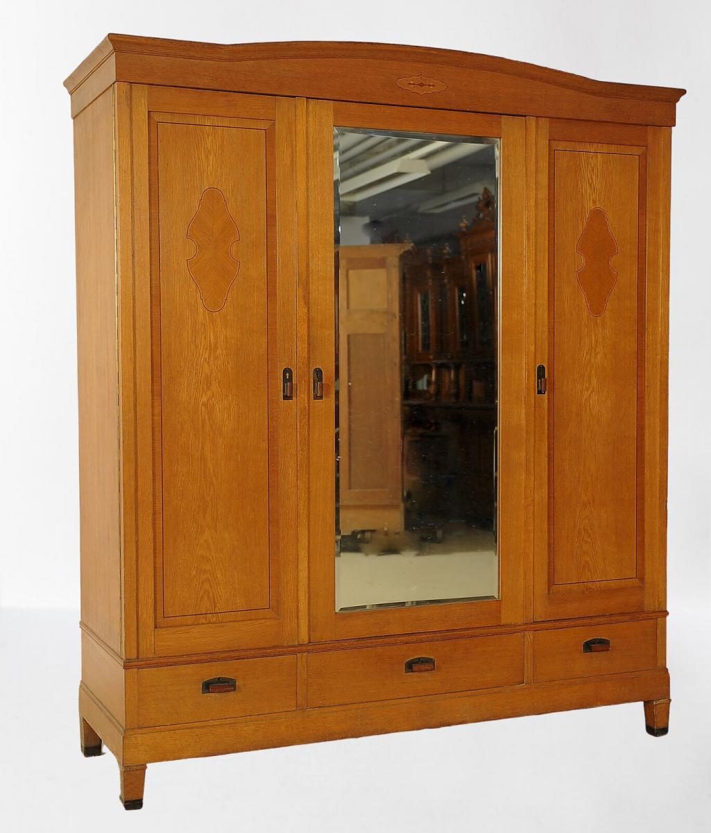 Großer dreitüriger Jugendstil Kleiderschrank aus Eichenholz Antik Kolosseum 1