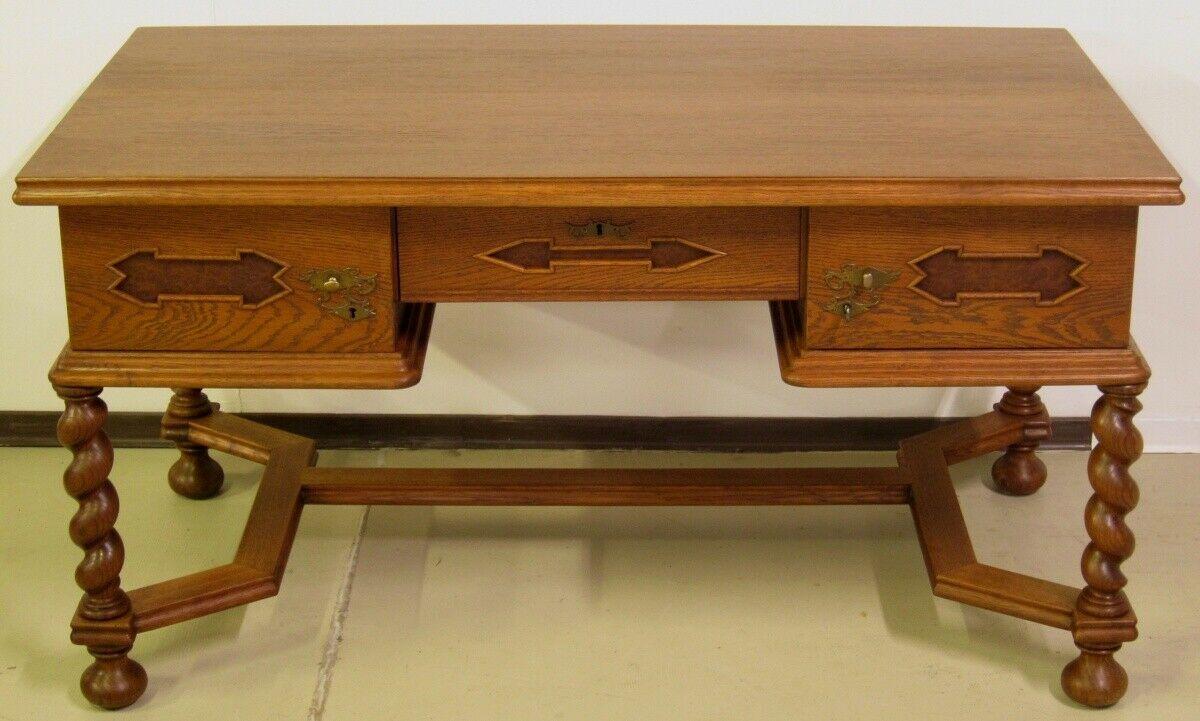Restaurierter Eiche Schreibtisch mit Zopfsäulen gefertigt um 1910Antik Kolosseum