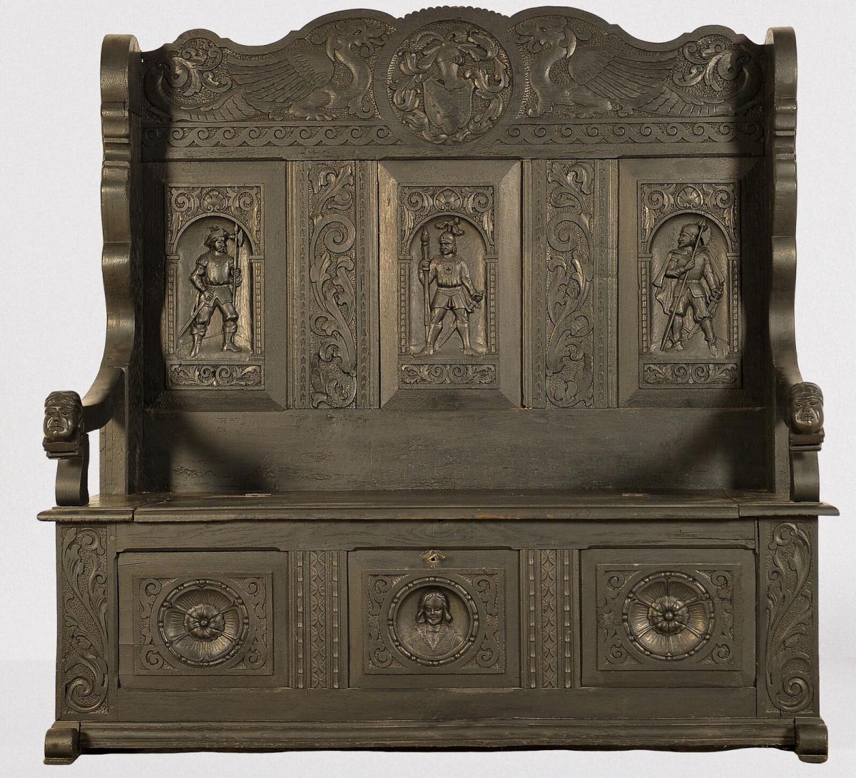Historismus Hallenbank aus Eiche mit figürlichen Drachen Antik Kolosseum