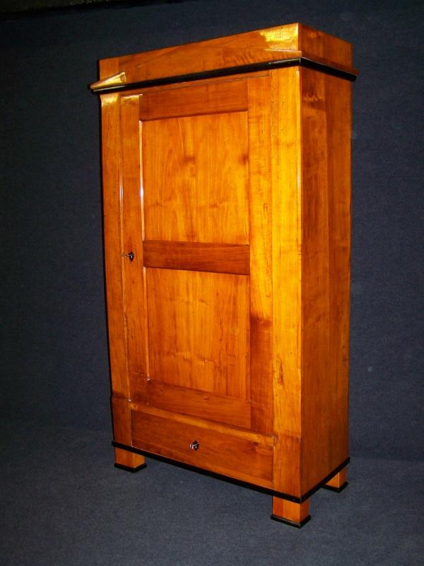 kleiner biedermeier schrank aus pappel um 1830 nr 201569820153 oldthing andere zimmer. Black Bedroom Furniture Sets. Home Design Ideas