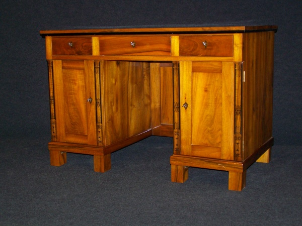 Biedermeier II. Zeit Schreibtisch aus  Nußbaum um 1900 0