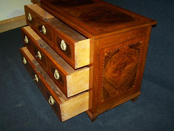 louis seize kommode um 1770 aus nu und kirschbaum nr. Black Bedroom Furniture Sets. Home Design Ideas