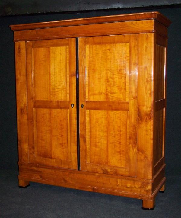 biedermeier schrank aus massiv kirschbaum um 1830 fachm nnisch. Black Bedroom Furniture Sets. Home Design Ideas