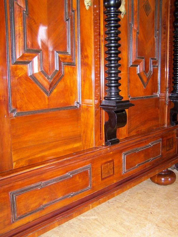 n rnberger barock schrank aus nu baum um 1730 schellack handpoliert. Black Bedroom Furniture Sets. Home Design Ideas