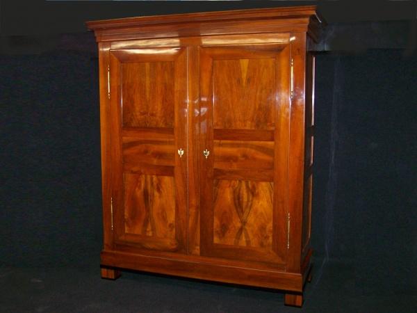 biedermeier schrank aus massiv nu baum um 1830 schellack handpoliert. Black Bedroom Furniture Sets. Home Design Ideas