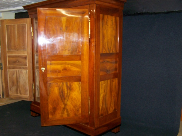 biedermeier schrank aus massiv nu baum um 1830 schellack handpoliert. Black Bedroom Furniture Sets. Home Design Ideas