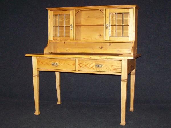 Jugendstil Schreibtisch um 1900 aus Kiefer, biologisch gewachst