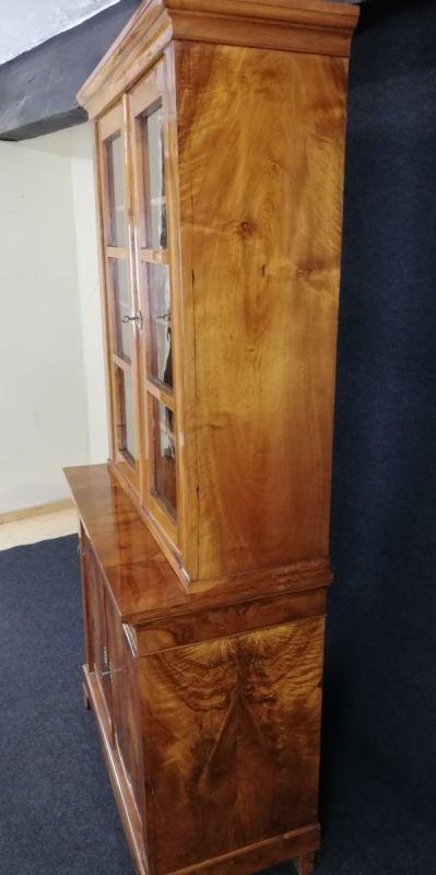 Biedermeier Vitrine aus Nußbaum, um 1800, Schellack handpoliert 4