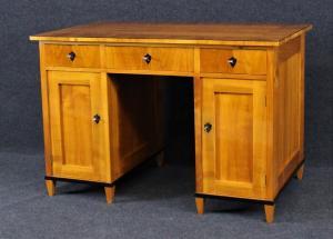 Biedermeier Schreibtisch aus Kirschbaum, um 1840, Schellack handpoliert