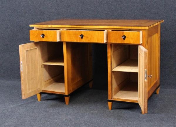 Biedermeier Schreibtisch aus Kirschbaum, um 1840, Schellack handpoliert 1