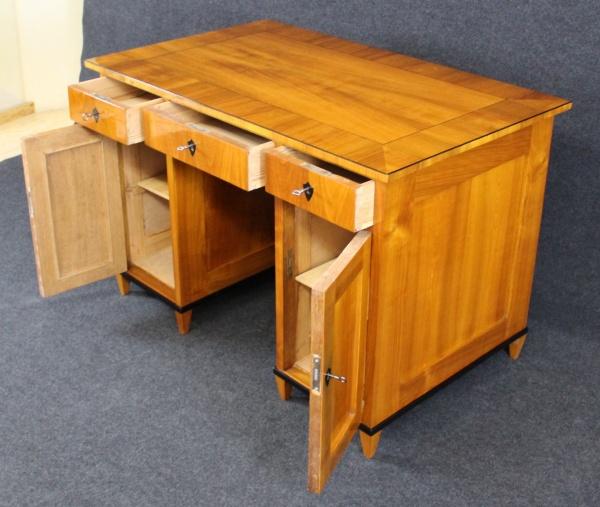 Biedermeier Schreibtisch aus Kirschbaum, um 1840, Schellack handpoliert 2