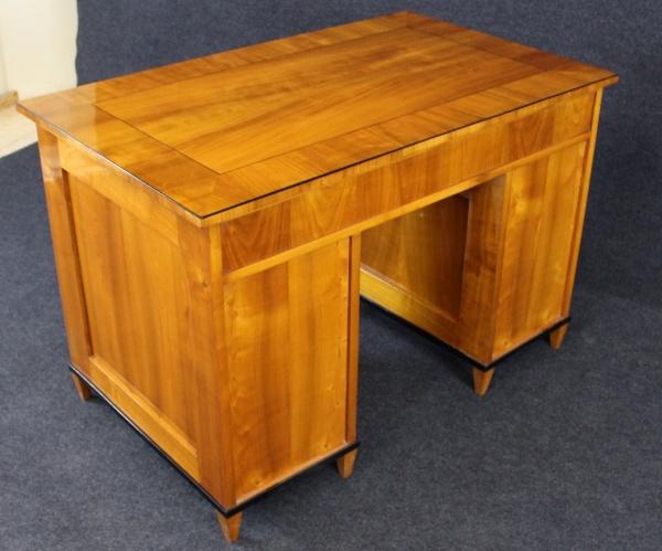 Biedermeier Schreibtisch aus Kirschbaum, um 1840, Schellack handpoliert 4