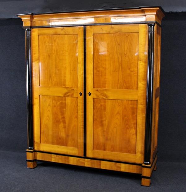 Biedermeier Schrank aus Kirschbaum, um 1820, Schellack handpoliert 0
