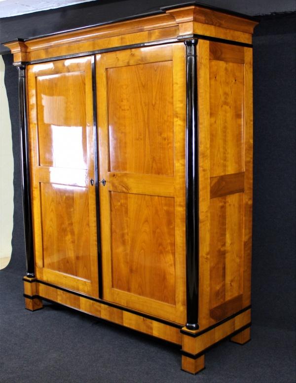 Biedermeier Schrank aus Kirschbaum, um 1820, Schellack handpoliert 1