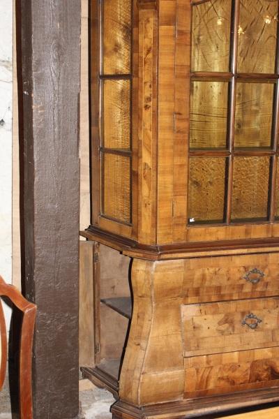 glasaufsatzschrank neobarrock nussbaumholz furniert. Black Bedroom Furniture Sets. Home Design Ideas
