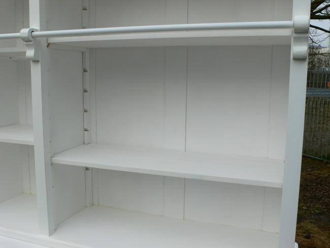Bibliothek Bücherschrank Bücherwand weiß Ladenwand Verkaufsschrank ...