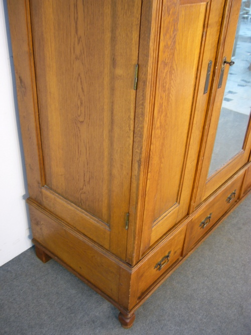 eichenschrank antik eiche massiv im originalzustand um 1900 jhd. Black Bedroom Furniture Sets. Home Design Ideas